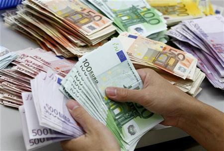 اليورو يرتفع مدعوما بالامال بشأن ايرلندا لكن المكاسب محدودة